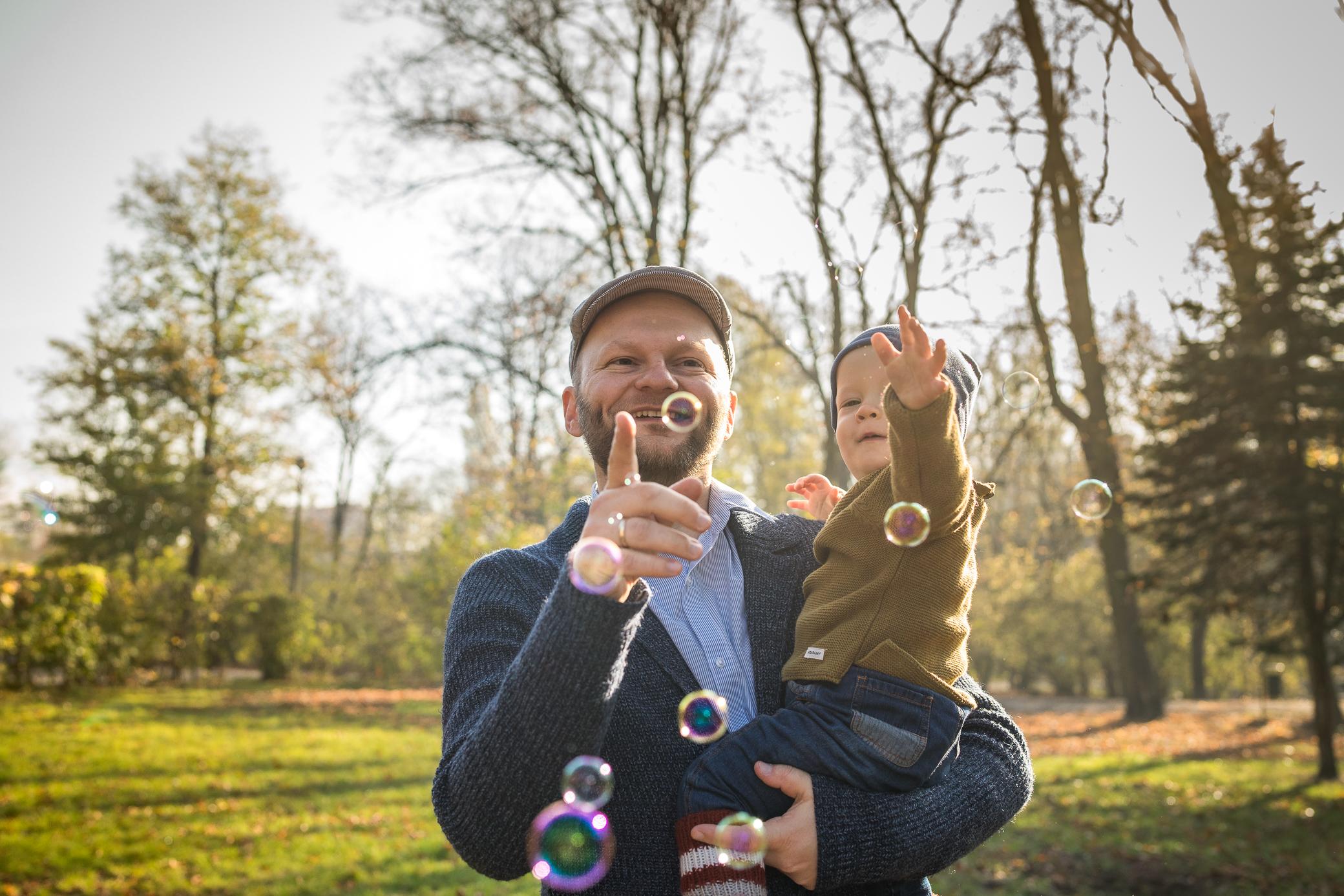 naturalne sesje zdjęciowe kraków z dzieckiem
